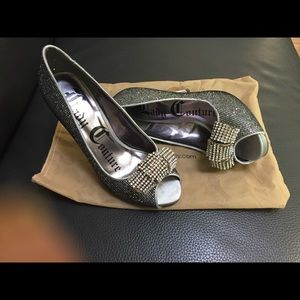 Lady couture size 7 sparkle bow shoes